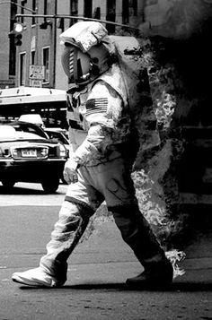 #不尋常 #不合理 #衝突 #走錯棚了吧 #太空人 #有事嗎 #疑惑 #好奇