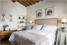 Светлый интерьер итальянской спальни со средиземноморскими чертами
