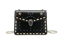 La pochette nera è la borsa da avere per l'autunno inverno 2017 2018 - Marieclaire streetstyle Paris Fashion Week - Bulgari bag