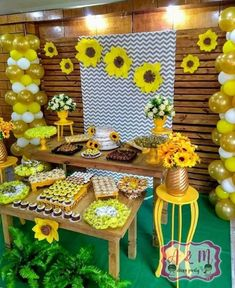 Sunflower Birthday Parties, Sunflower Party, Sunflower Baby Showers, Frozen Birthday Party, Baby Birthday, 1st Birthday Parties, Daisy Party, Bee Party, Graduation Party Themes