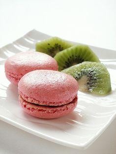 raspberry macaroons....