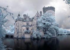 Французский замок Chateau de la Mothe-Chandeniers заброшенный после пожара 1932 года заброшенное место, замок, Франция, длиннопост, архитектура