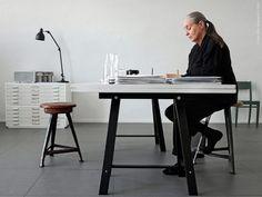 Designer Ingegerd Råman i sin studio på Skeppsholmen i Stockholm.