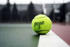 Impatiently waiting for tennis season to start. At least the Australian Open is going on. Athlete Problems, Hip Problems, Tennis Funny, Drop Shot, Tennis Workout, Tennis Clothes, Wimbledon, At Least, Tennis Photography