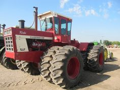 IH 4568 4x4 Tractor 1079 Original Hours 3 Point 3 Hydraulic Remotes Very Nice.This 300 hp tractor I remember coming out in 1975.It would be another 13 years before John Deere had  4wd at this hp