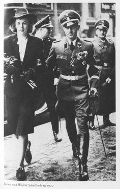卐 SS-Brigadeführer Walter Schellenberg und Generalmajor der Polizei, Leiter der Sicherheitsdienst des (SD) und Abwehr im Reichssicherheitshauptamt (RSHA) With Wife Irene