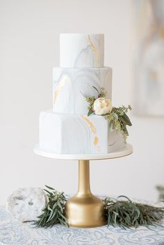 Gold Wedding Cakes elegant blue and white wedding inspiration Beautiful Wedding Cakes, Beautiful Cakes, Dream Wedding, Modern Wedding Cakes, Modern Wedding Ideas, Crazy Wedding Cakes, Unusual Wedding Cakes, Modern Cakes, Crazy Cakes