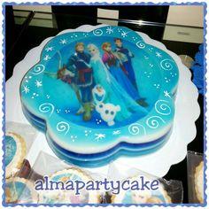 Gelatina de frozen Frozen Birthday Cake, Frozen Party, Jello Cake, Fancy Cakes, Dessert Recipes, Desserts, Jelly, Sweet Treats, Sweets