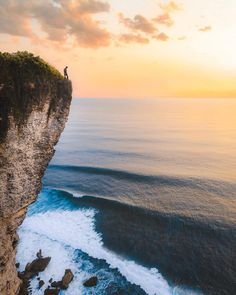 Karang Boma Cliff is a must-visit place in Bali, #Indonesia Photo by: IG @jordhammond