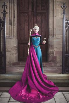 Cosplayer: LucioleS Cosplay Character: Elsa From: Frozen