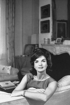 """Nadire Atas on Jacqueline Bouvier Kennedy Onassis Jackie O Jackie Kennedy, looking stunningly regal in this portrait. Now I understand why royalty can be styled """"Her Serene Highness. Jacqueline Kennedy Onassis, John Kennedy, Estilo Jackie Kennedy, Jaqueline Kennedy, Ted Kennedy, Familia Kennedy, Divas, John Junior, John Fitzgerald"""