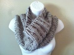 Thick and Quick Ribbed Cowl  by Naomi Adams - free knit pattern