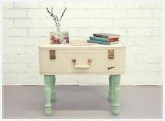 DIY Furniture : DIY Coffee Table Suitcase