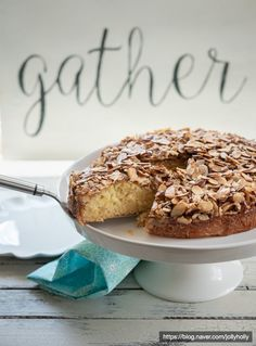 [북유럽 베이킹] 스웨덴 카라멜 아몬드 케이크, Toscakaka (토스카까까) : 네이버 블로그 Food Plating, Food And Drink, Cookies, Baking, Breakfast, Cake, Desserts, Dessert Ideas, Food And Drinks