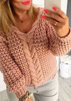 The knit sweatshirt, Knitting Patterns Free, Free Knitting, Pull Grosse Maille, Winter Fashion Outfits, Winter Dresses, Pulls, Fashion Models, Knitwear, Knit Crochet
