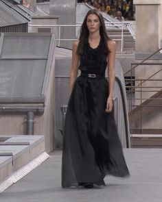 Spring Summer 2020 Ready-to-Wear Collection. Runway Show by Chanel. Black Silk, Black Satin, Silk Organza, Haute Couture Fashion, Summer Outfits Women, Red Carpet Fashion, Blue Tops, Runway Fashion, Ready To Wear