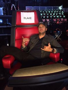 """Blake, your chair smells like liquor"" - Luke Bryan ❤️"
