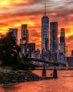 Vibrant sunset, Brooklyn Bridge