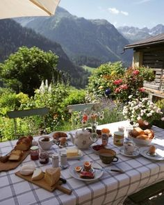 Cottage In The Woods, Cottage Style, Nature Aesthetic, Aesthetic Fashion, Travel Aesthetic, Northern Italy, Country Life, Country Living, Future House