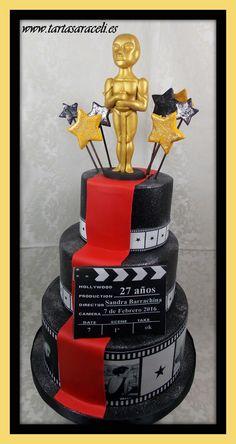 De nuevo y por segundo año su hermana nos encargó una tarta sobre el tema conductor de la fiesta sorpresa. Espectacular verdad? #cinemacake #tartasdecine #tartasaraceli