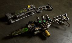 Fallout 3 Real-Life Replicas Weapons by Ryan Palser (CitizenSnips), Featuring the Plasma Rifle & Laser Rifle! Fallout 4 Weapons, Fallout Props, Fallout Cosplay, Fallout Art, Sci Fi Weapons, Fallout New Vegas, Fallout Costume, Bioshock Cosplay, Concept Weapons