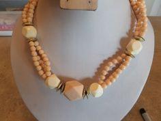 Vintage Peach Cream and Goldtone Plastic Necklace
