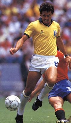 """Careca"" Antônio de Oliveira Filho (Brazil, 1982–1993, 64 caps, 30 goals) in action during the Group D match between Brazil against Spain (Spain vs Brazil 0-1) during the 1986 FIFA World Cup on 1 June 1986 at the Estadio Jalisco, (Guadalajara, Mexico)."