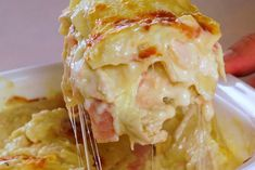 A creamy, decadent take on a classic that will have you coming back for seconds . and thirds. White Sauce Lasagna, Meat Lasagna, Cookbook Recipes, Cooking Recipes, Cooking Time, Microplus Tupperware, Love Eat, Love Food, Best Chili Recipe