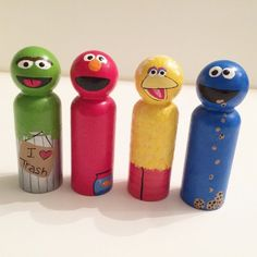 Sesame Street hand painted peg toys Cookie Monster Elmo Big Bird Oscar the Grouch *Perfect for Easter Baskets Wood Peg Dolls, Clothespin Dolls, Wood Toys, Diy Crafts For Adults, Crafts To Make, Tiny Dolls, Wooden Pegs, Little Doll, Doll Crafts