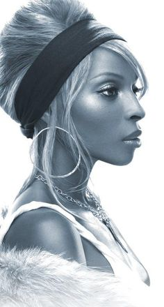 """I'm not really a fan of her music, but you can't deny Mary J. Blige is a beautiful and talented woman: Nine Grammy awards, eight multi-platinum albums, """"The Queen Hip Hop and R & B."""" Considered to be one of the most influential women in music in the last Music Icon, Soul Music, Music Is Life, My Music, Soul Songs, Hip Hop And R&b, Hip Hop Rap, Mary J Blige, Divas"""
