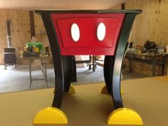 Mickey Mouse Style Nightstand or End table от WoodCurve на Etsy Casa Disney, Disney Diy, Disney Crafts, Disney House, Disney Stuff, Mickey Mouse House, Mickey Minnie Mouse, Mickey Mouse Kitchen, Disney Furniture