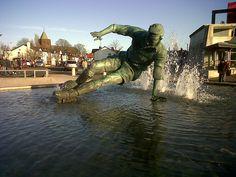 The Sir Tom Finney Splash statue