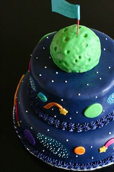 This would have been awesome for my 7th bday!  space cake, space birthday cake