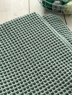 Waffle stitch photo tutorial (in Dutch) Diy Crochet And Knitting, Crochet Home, Love Crochet, Crochet Stitches, Baby Knitting, Easy Crochet, Baby Blanket Crochet, Crochet Baby, Knitting Patterns