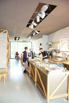 foreign correspondent: westberlin coffee shop / sfgirlbybay - loving the raw unfinished look of this cafe Cafe Bar, Cafe Shop, Coffee Restaurants, Sydney Restaurants, Design Café, Small Coffee Shop, Coffee Shop Design, Salad Shop, Cafe Counter