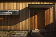 Wakatipu Guest House / Team Green Architects/ in Dalefield, New Zealand. Timber Cladding, Exterior Cladding, Passive House Design, Detail Architecture, Vertical Siding, Wooden Facade, Relaxing Places, Architect House, Sustainable Architecture