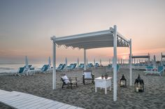 Pergola Fly by Gibus Italy, a beautiful dream come true. Pergola for home,litoral and restaurant's Roofing Systems, Beautiful Dream, Dream Come True, Beach Club, Outdoor Entertaining, Garden Inspiration, Glamping, Backyard, Outdoor Structures
