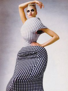 Rei Kawakubo, Dress Meets Body, Body Meet Dress    DIKTATS // EXAGÉRATION // GREFFE // CONSTRUCTIVISME // ENVELOPPE // IDENTITÉ // DÉSTRUCTURATION //