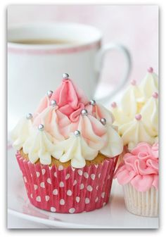 Blossom Style Inspiration by A Design Queen: Inspired Cupcake Décorations.mettre rouge au lieu de rose