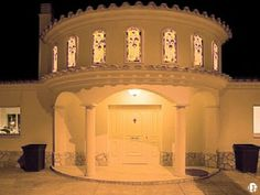 Se trata de una villa elegante, ideal para familias o grupos de amigos Sitges, Barcelona Spain, Perfect Place, Taj Mahal, Villa, Holiday Rentals, Building, Places, House