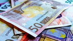 100 Euro im Monat über? Dann kannst du einfach 100.000 Euro sparen! >> Wie lege ich mein Geld gut an? Ich erkläre wie du 100.000 Euro sparen kannst (fast) ohne es zu merken. Schleichender Reichtum für Jedermann
