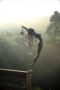 heykel sculpture Verbluffende Fantasy Wire Sculptures of Fairies van Robin Wight Robin Wight, Sculptures Sur Fil, Wire Sculptures, Wire Art Sculpture, Fantasy Wire, Fantasy Fairies, Outdoor Art, Fairy Art, Land Art