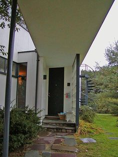 The Walter Gropius House in Lincoln, Massachusetts: Entrance to the Gropius House