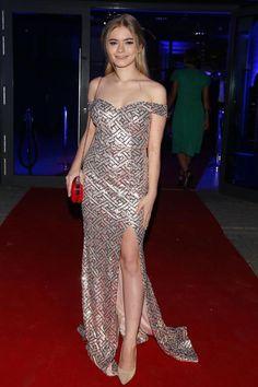 Fashion Night, Formal Dresses, Celebrities, Style, Dresses For Formal, Swag, Celebs, Formal Gowns, Formal Dress