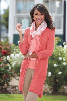 Wear this long coral sweater all summer over your favorite tanks, blouses, or dresses. A super comfortable piece you'll want to wear with all your outfits! Over 50 Womens Fashion, Fashion Over 40, Fashion Tips, Coral Cardigan, Sweater Cardigan, Baggy Clothes, Boyfriend Cardigan, Cruise Outfits, Classic Outfits