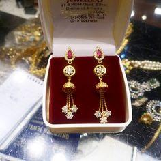 Gold Jhumka Earrings, Indian Jewelry Earrings, Jewelry Design Earrings, Gold Earrings Designs, Small Earrings, Bridal Earrings, Bridal Jewelry, Gold Jewelry Simple, Gold Rings Jewelry