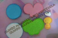 Manualidades en foami, fofuchas, fomy  goma eva Cookies, Tags, Desserts, How To Make, Crafts, Decorated Notebooks, Felt Giraffe, Jelly Beans, Cute