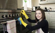 Hoe de oven schoon op een natuurlijke wijze met azijn, bakpoeder, zout en citroen