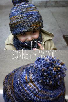 Un bonnet et un snood au tricot