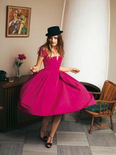 Burda Style Full skirted dress with cut-out bustline Fashion Sewing, Diy Fashion, Retro Fashion, Fashion Beauty, Latest Fashion, Full Skirt Dress, The Dress, Diy Clothing, Sewing Clothes
